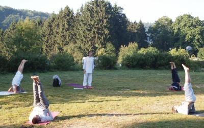 Мужская группа на занятиях по сукшма вьяяма йоге